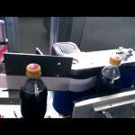 स्वचालित कोला बोतल लेबलिंग मशीन