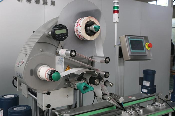 स्वचालित डबल साइड्स ऊपर और नीचे स्टिकर लेबलिंग मशीन विवरण